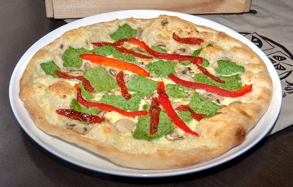 Пицца со шпинатом и рикоттой