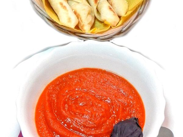 Крем-суп из томатов с постным хлебом